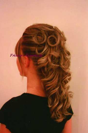Frisurenbild Hochzeitsbild Langehaare Blondehaare gelockte Haare Hochsteckfrisur mit langen blonden Haaren