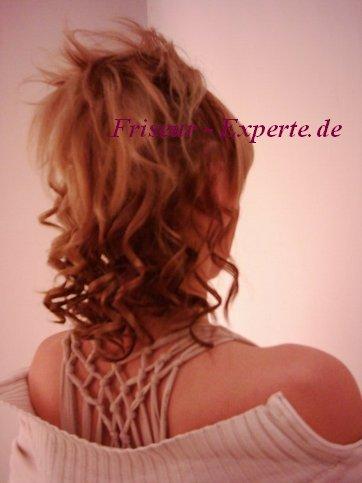 Hochsteckfrisur Trend Locken Pony Bild Bildvorlage Verücktefrisur Frisur Blondgesträhnt Flippige Hochsteckfrisur für schulterlanges Haar für jeden Anlass