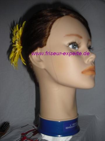 Banane-Hochsteckfrisur-von vorne-Frühlingsblume-gelbe -BlumeAccessoire