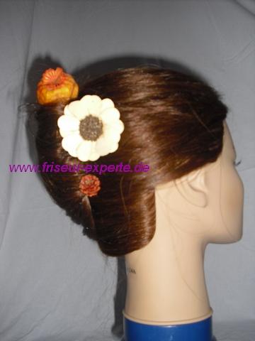 Banane-Steckfrisur-frisur-orange-creme-Herbst Accessoire