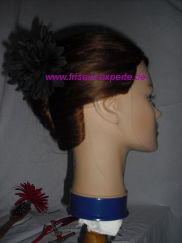 Banane-Streckfrisur-Hochsteckfrisur-Accessoire-Schwarze Blume
