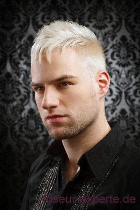 aufblondierte Männerfrisur - poppiger Haarschnitt
