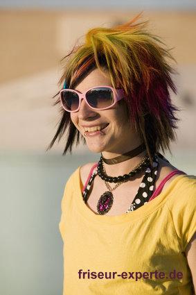 schriller farbiger emo look für girls