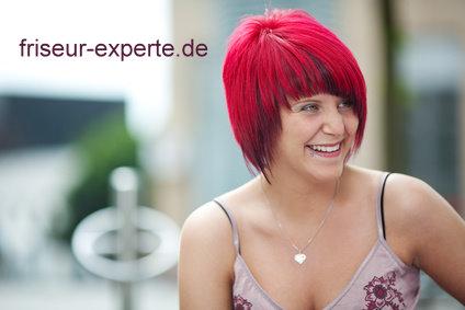 frecher bob mit roten haaren