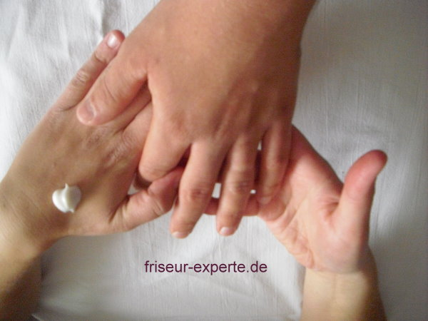Handmassage Anleitung mit Bildern: Beschreibung einer Handmassage für das Friseurhandwerk (Tutorial)