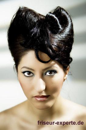 Asia Style edel Hochsteckfrisur Schleife im schwarzen langen Haar Edle Asia Style Hochsteckfrisur mit Schleife für schwarze lange Haare
