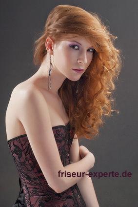 Lockenfrisur lange Haare rotblonde freche Löwenmähne Rotblonde Löwenmähne – freche Lockenfrisur für lange Haare