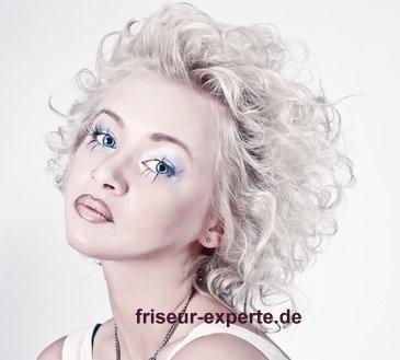 Naturlocken blond hellblond platinblond Marilyn Monroe Style blonde Naturlocken im Marilyn Monroe Style