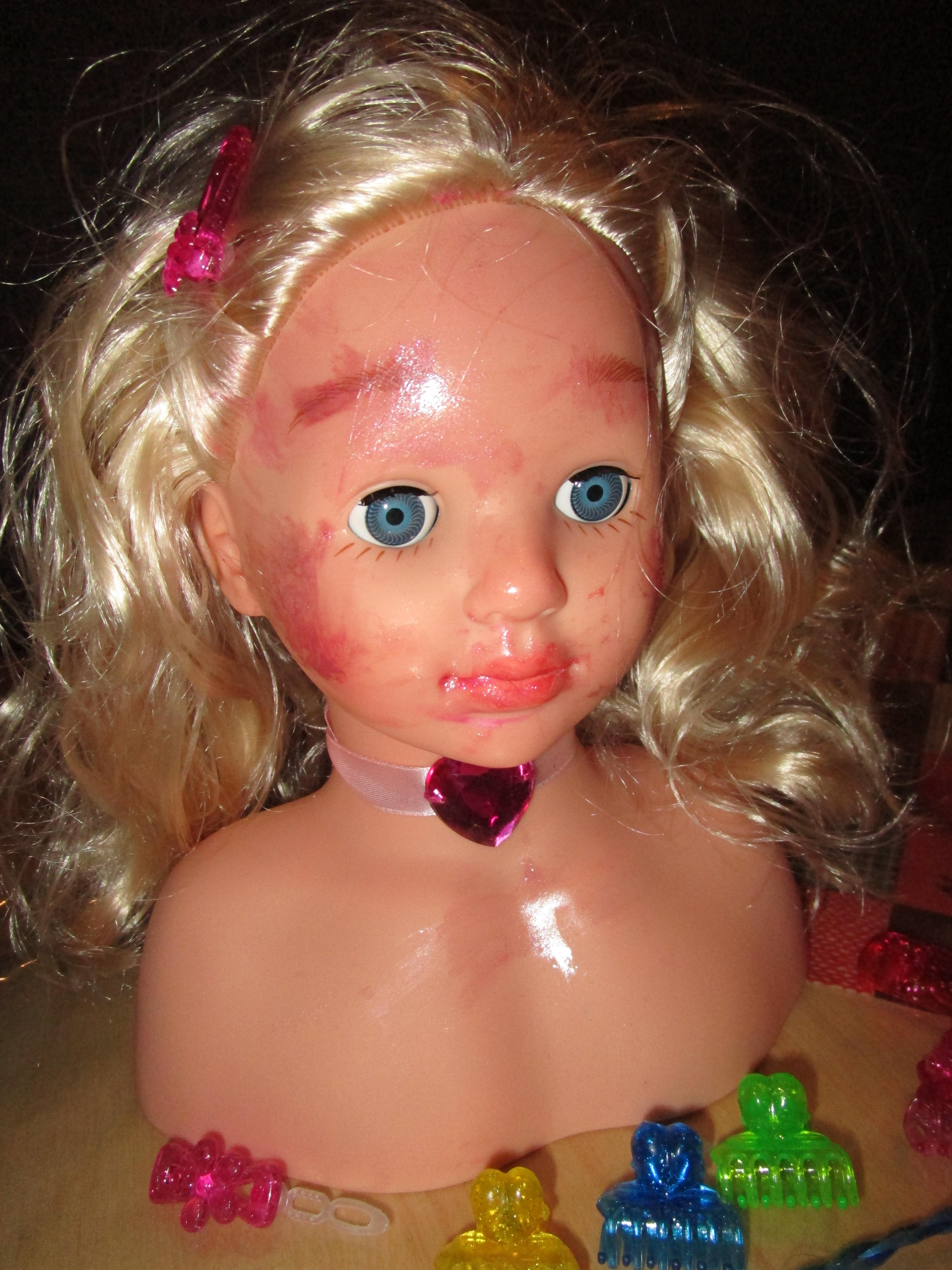 Princess Coralie Klein Experiment schiefgegangen e1452369749179 Kinderspielzeug: Frisierkopf / Schminkkopf   Princess Coralie 5236 von Theo Klein