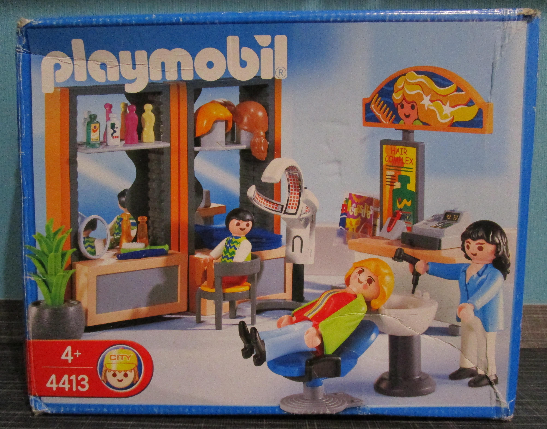 playmobil 4413 Friseur Salon Jahr 2004 vorne Playmobil Spielzeug im Vergleich: Friseursalon 4413 vs. Beauty Salon 5487   Rollenspiel Waschen, schneiden, fönen   bitte